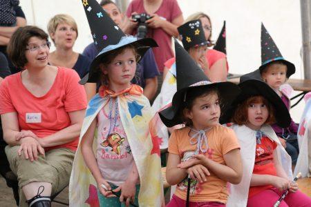 Hexen & Zauberer folgen der Abendshow
